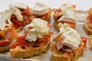 tostas-queso-menbrillo-anchoa-bzf